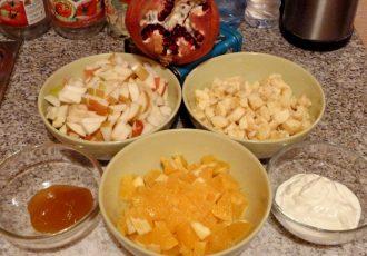 Фруктовый салат с домашним йогуртом