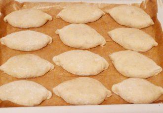 Пирожки печеные с яблочным джемом