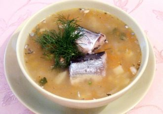 Диетический рисовый суп с консервированной рыбой