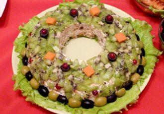 """Салат """"Изумрудный браслет"""" с сыром и орехами"""