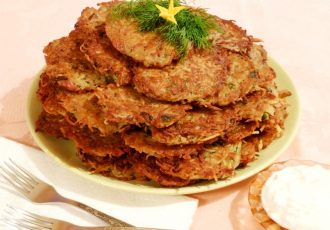 Драники с колбасой и зеленью
