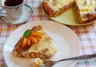 Блинный пирог с творогом и абрикосами