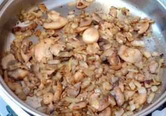 Омлет с грибами и луком