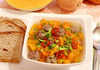 Острый суп с фрикадельками и тыквой