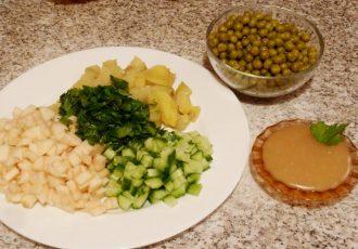 Постный салат из зеленого горошка с огурцом