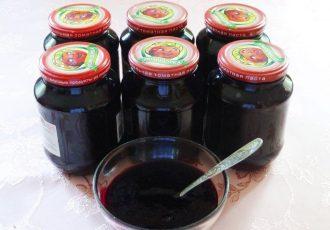 Сырой джем из черной смородины