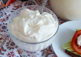 Веганский майонез без яиц, на соевом молоке.
